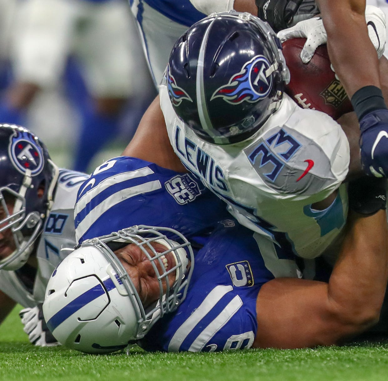 Colts roll to their 4th straight victory, 38-10 over the Titans