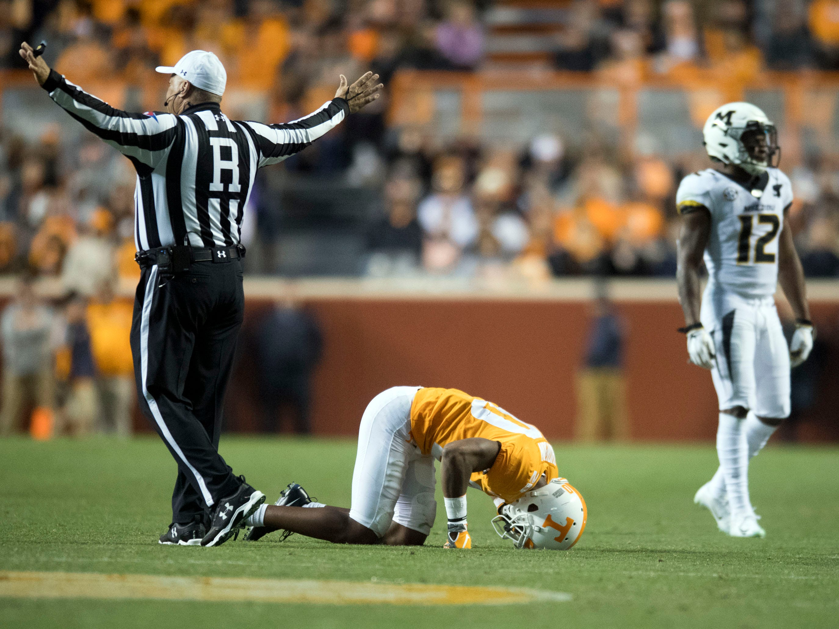 Tennessee defensive back Bryce Thompson (20) stays down after he is shaken up on a play during game against Missouri on Saturday, November 17, 2018.