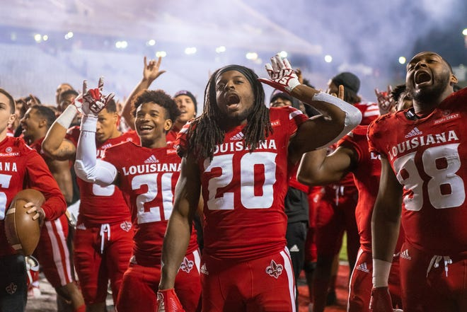 UL receiver Bam Jackson (20) and teammates sing after a win over South Alabama on Saturday night that made the 6-5 Ragin' Cajuns bowl-eligible.