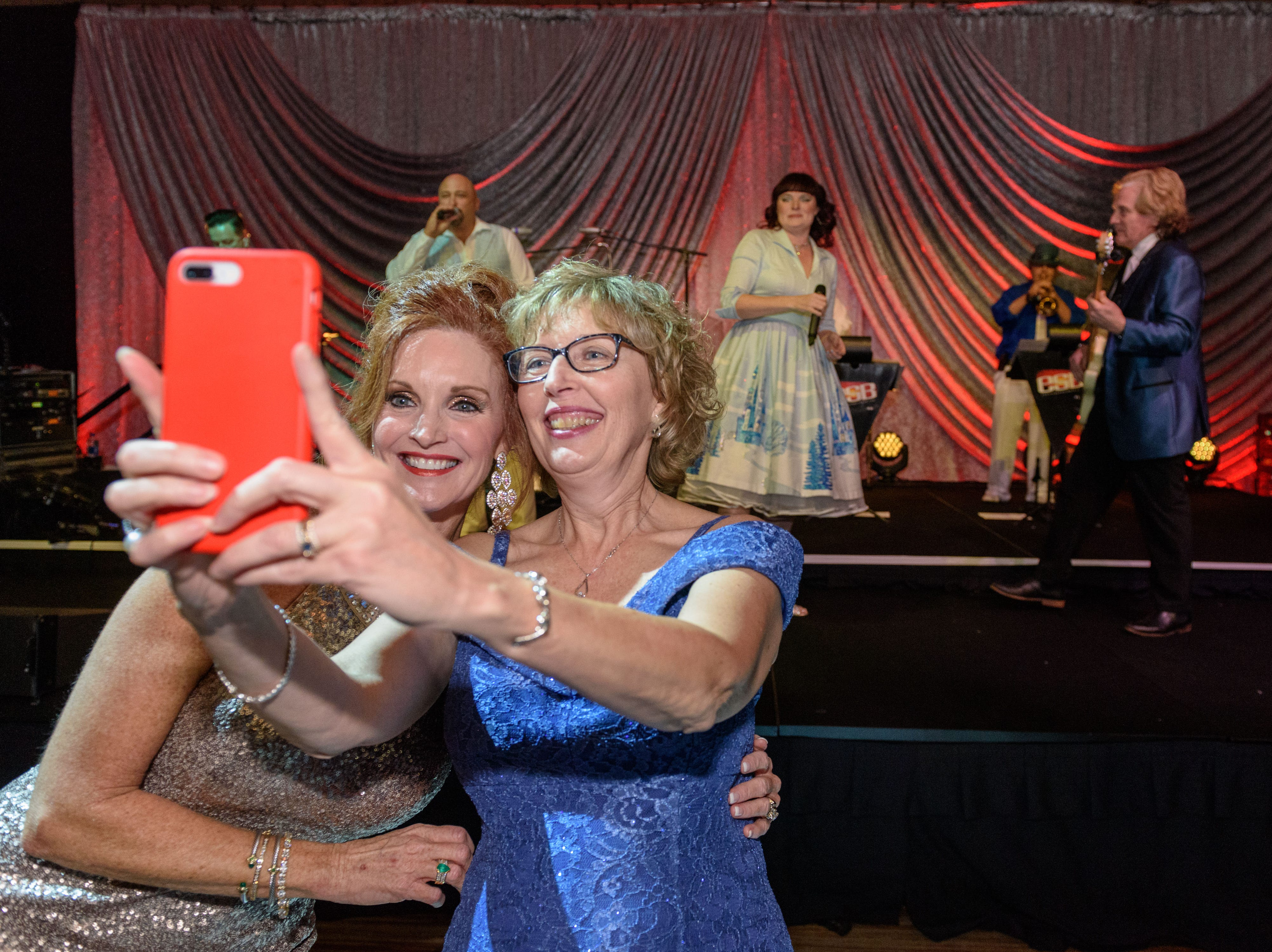 Kim Hartlage and Vicki Montgomery take a selfie with the Endless Summer Band at the Snow Ball Gala at the Omni Hotel, a benefit for the Jennifer Lawrence Cardiac Intensive Care Unit (CICU) at Norton ChildrenÕs Hospital. Nov. 17, 2018