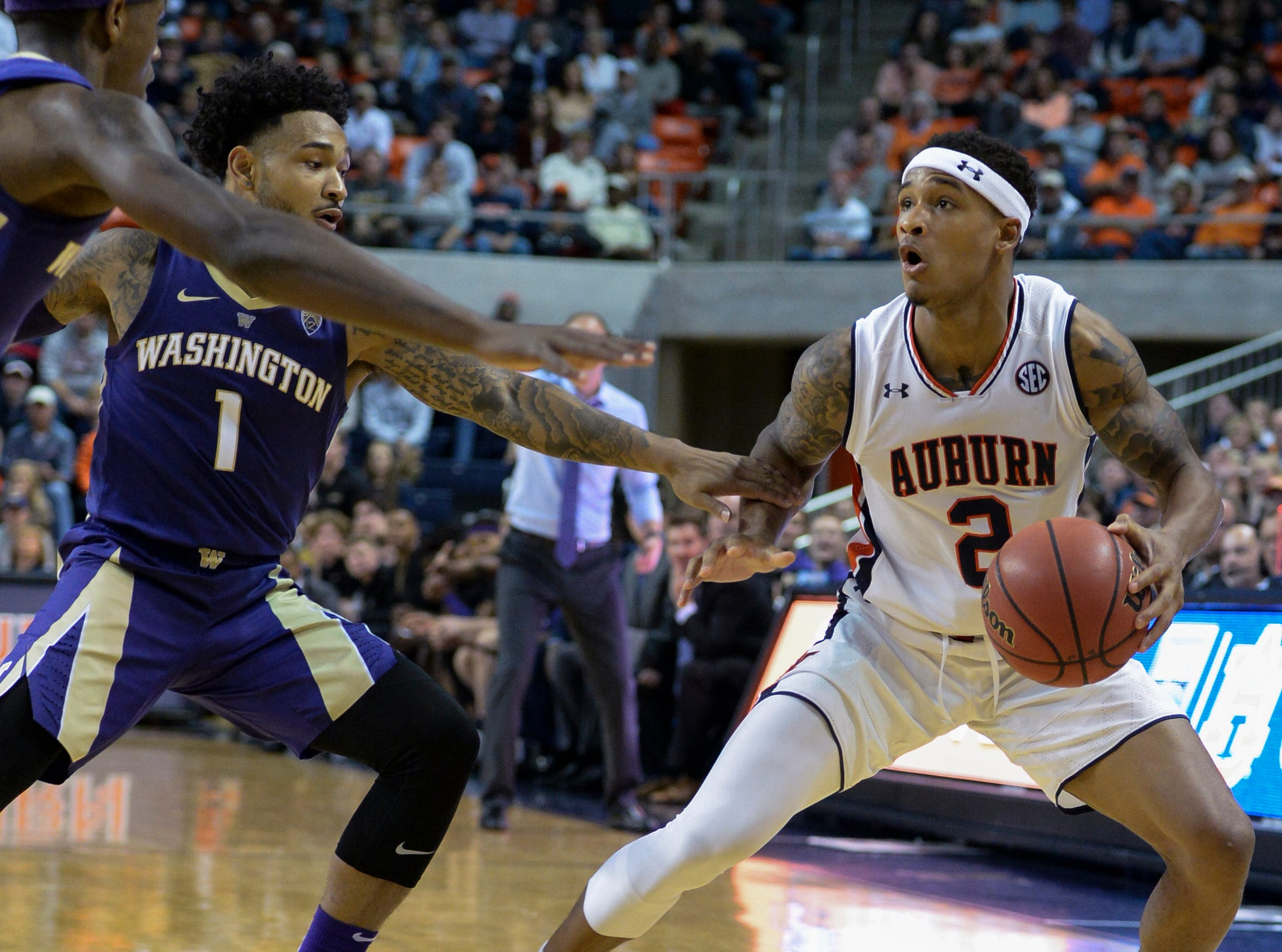 Nov 9, 2018; Auburn, AL, USA; Washington Huskies guard David Crisp (1) defends against Auburn Tigers guard Bryce Brown (2) at Auburn Arena. Mandatory Credit: Julie Bennett-USA TODAY Sports