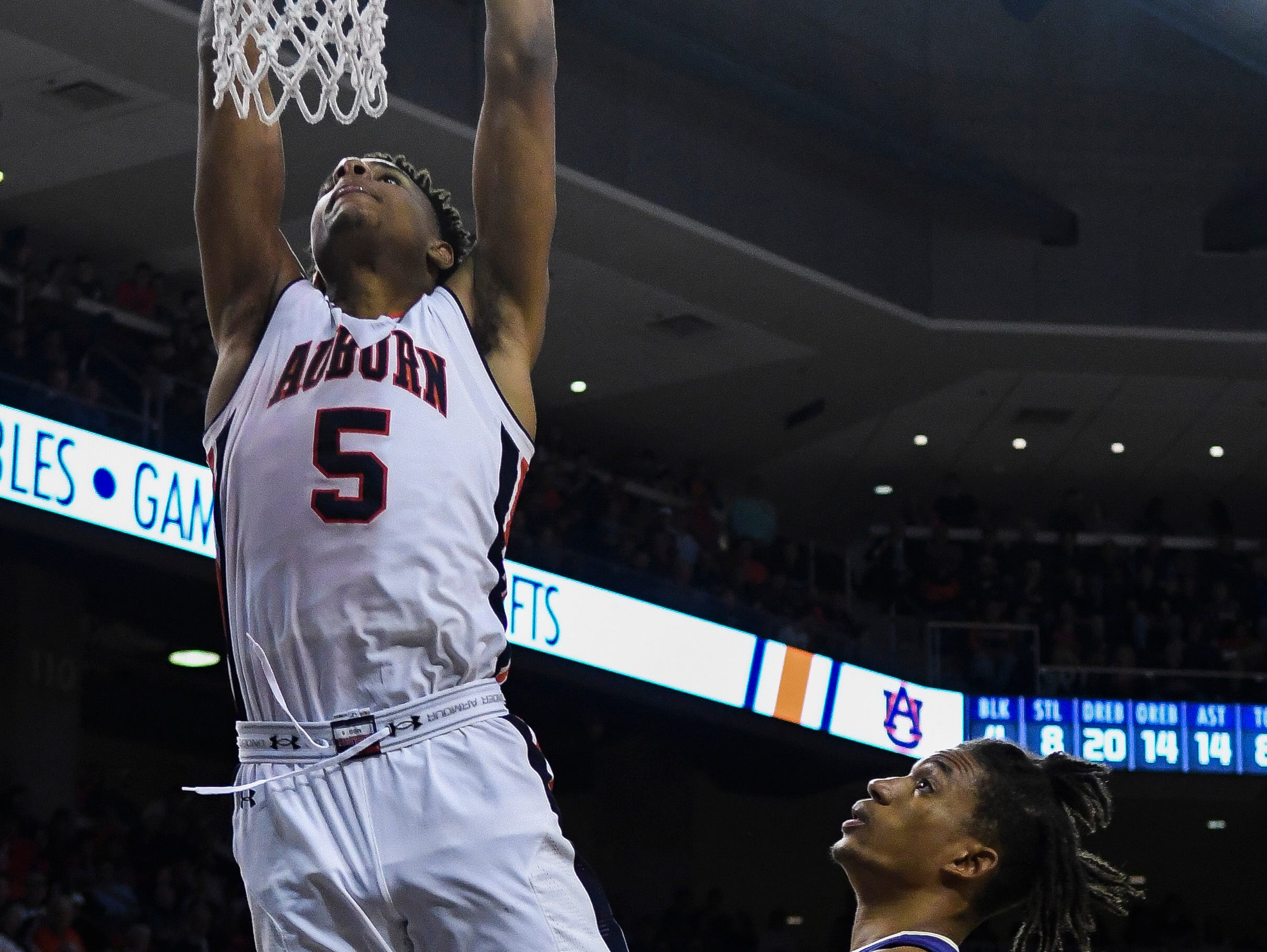Nov 9, 2018; Auburn, AL, USA; Auburn Tigers forward Chuma Okeke (5) dunks the ball against the Washington Huskies at Auburn Arena. Mandatory Credit: Julie Bennett-USA TODAY Sports