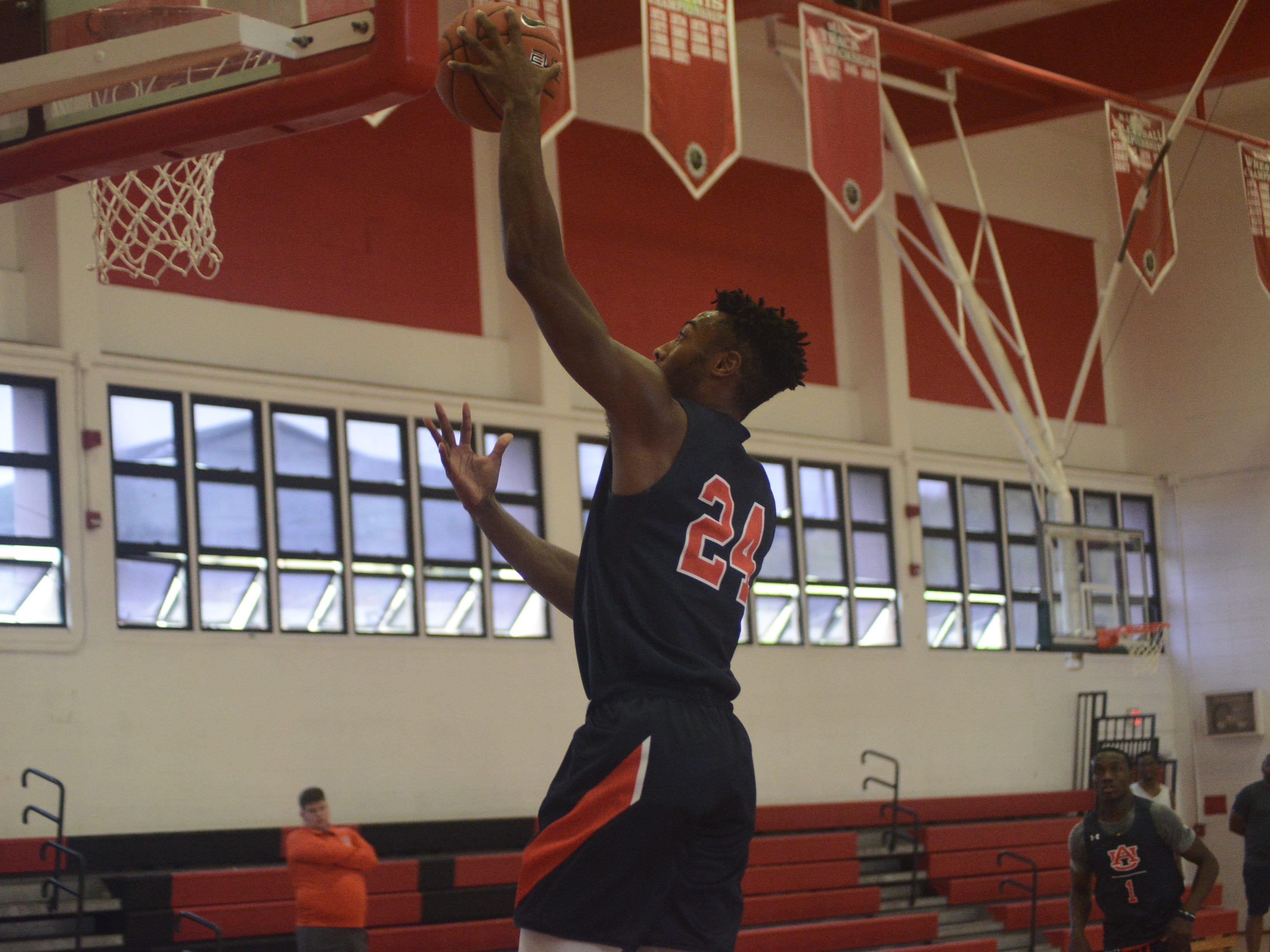 Auburn forward Anfernee McLemore during practice in Maui.