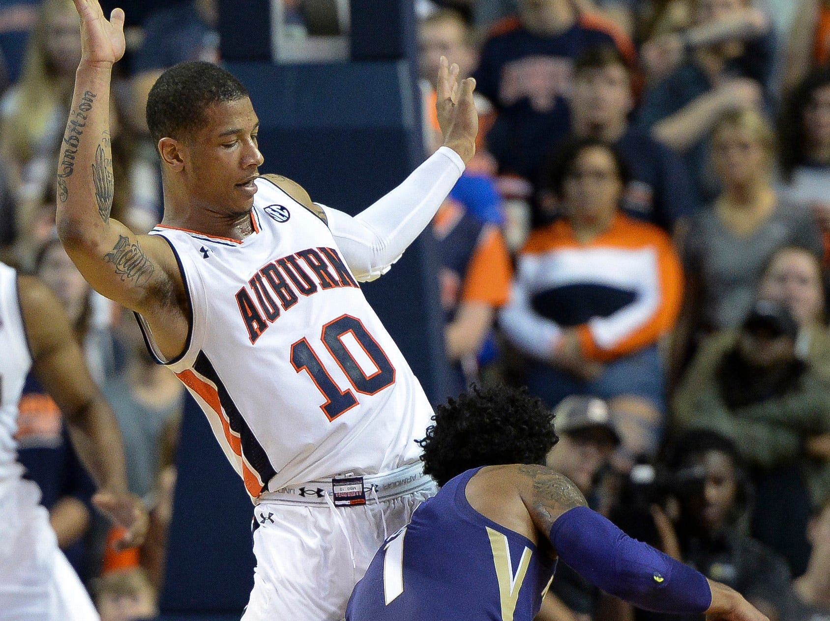 Nov 9, 2018; Auburn, AL, USA; Washington Huskies guard David Crisp (1) attempts to pass Auburn Tigers guard Samir Doughty (10) at Auburn Arena. Mandatory Credit: Julie Bennett-USA TODAY Sports