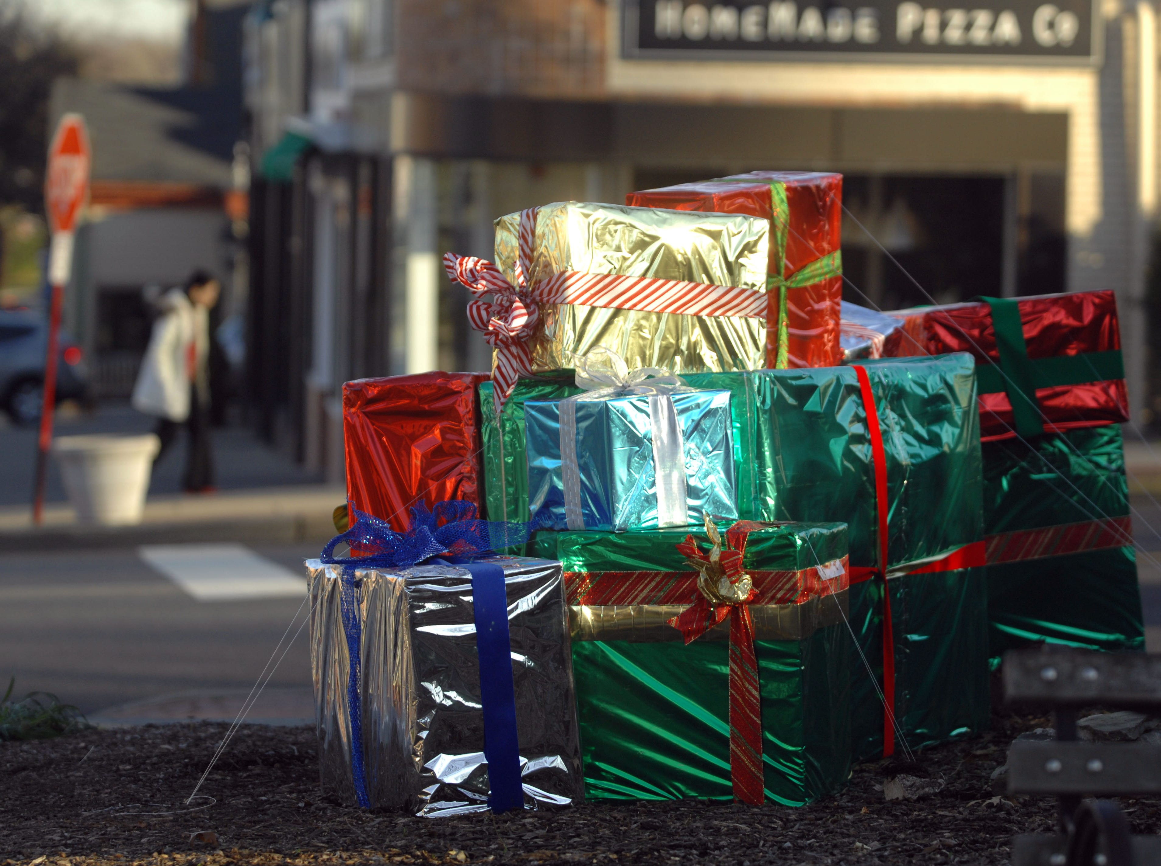 Black Friday, Cyber Monday, free shipping: A retail shopping guide for the holidays