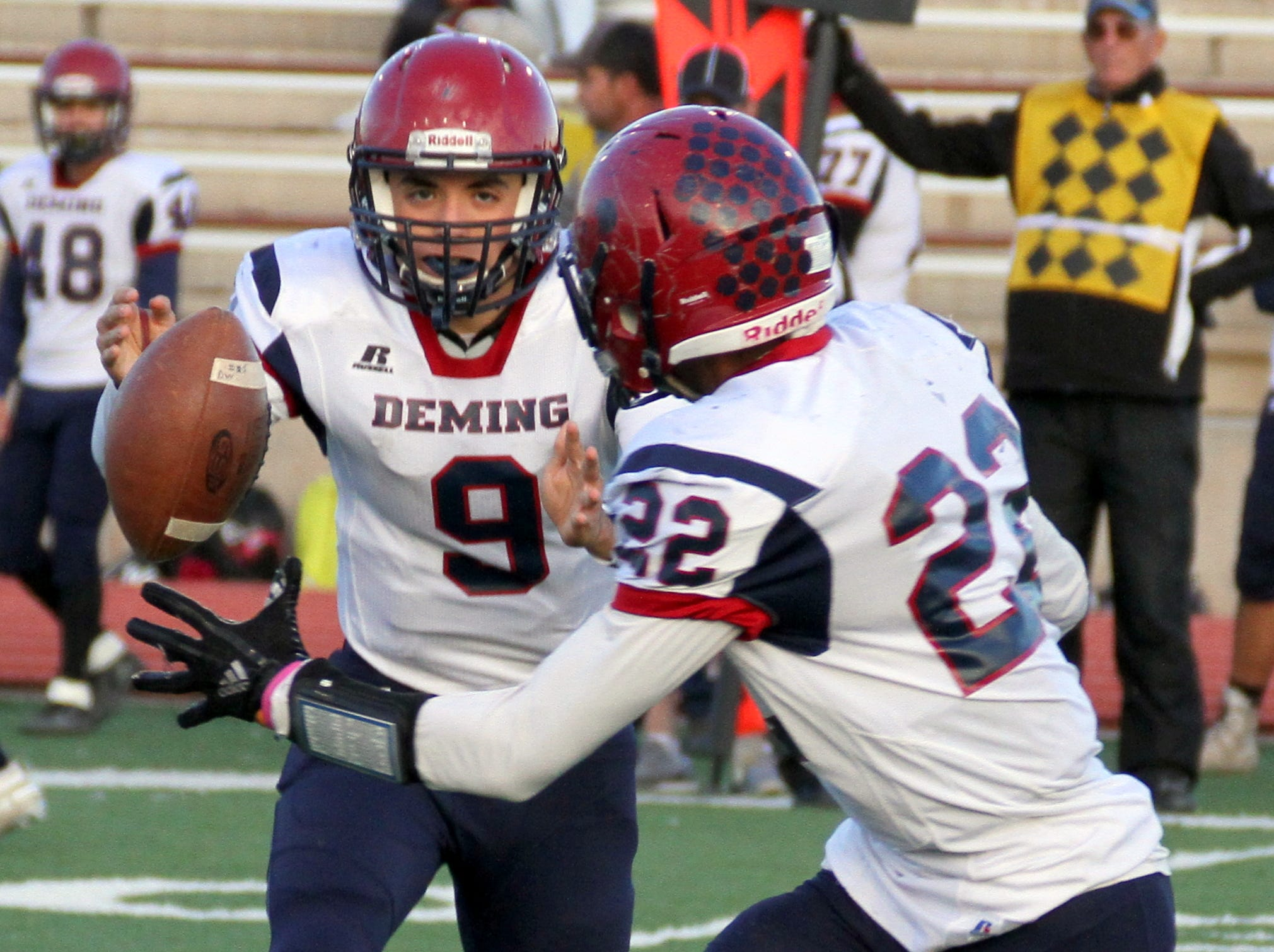 'Cat quarterback Daniel Garcia (9) pitches toe football to Ceazar Chavez on a Wildcat sweep.
