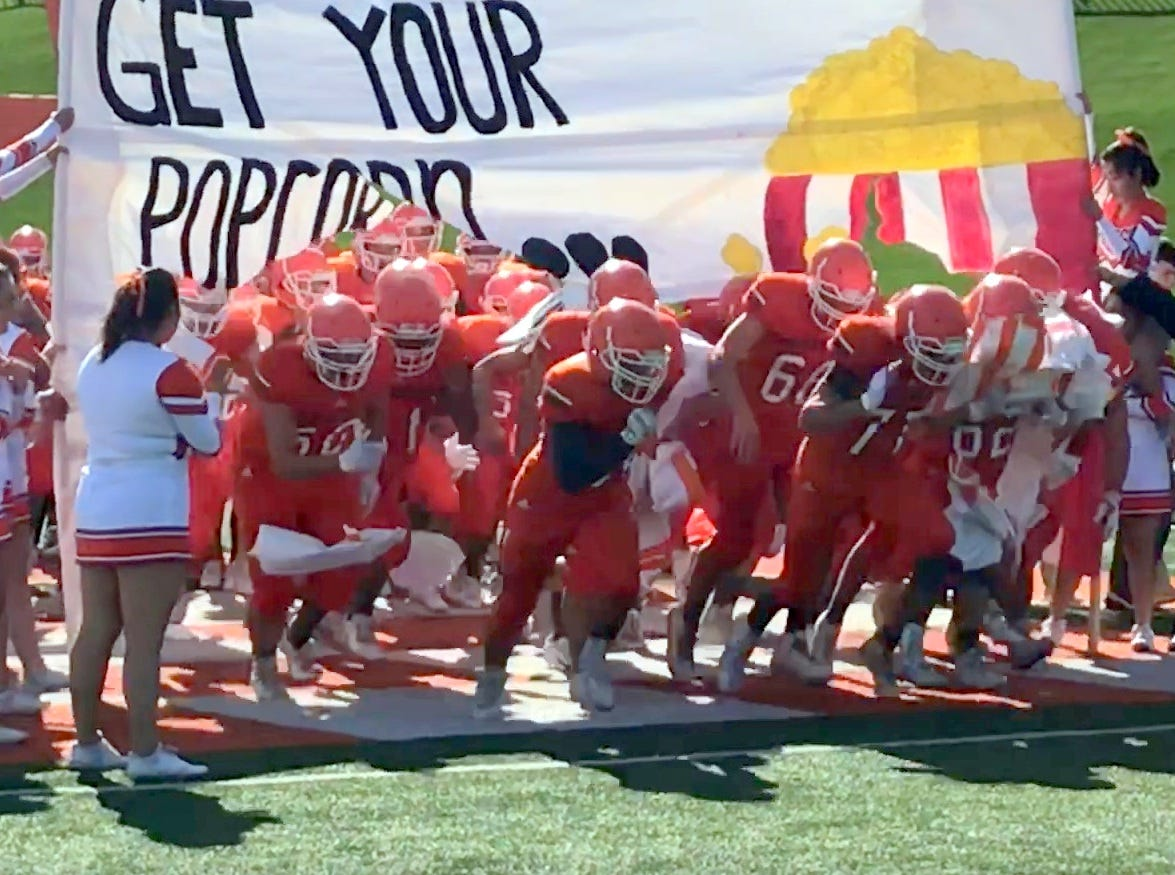 Artesia runs on the field before the 2018 New Mexico Class 5A quarterfinals against Piedra Vista.
