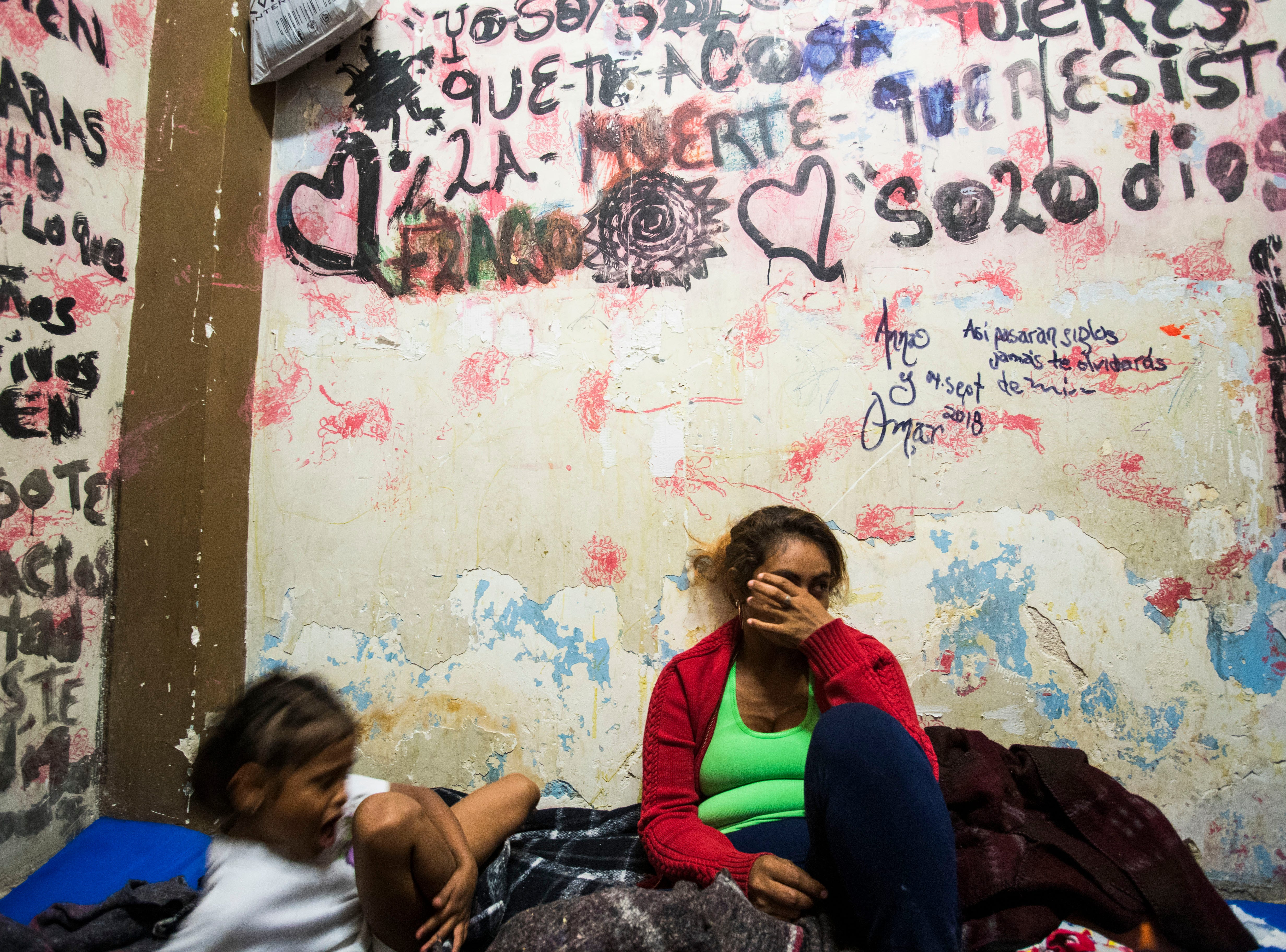 More than a thousand migrants waiting in Mexicali, plan to go to Tijuana on bus or by foot