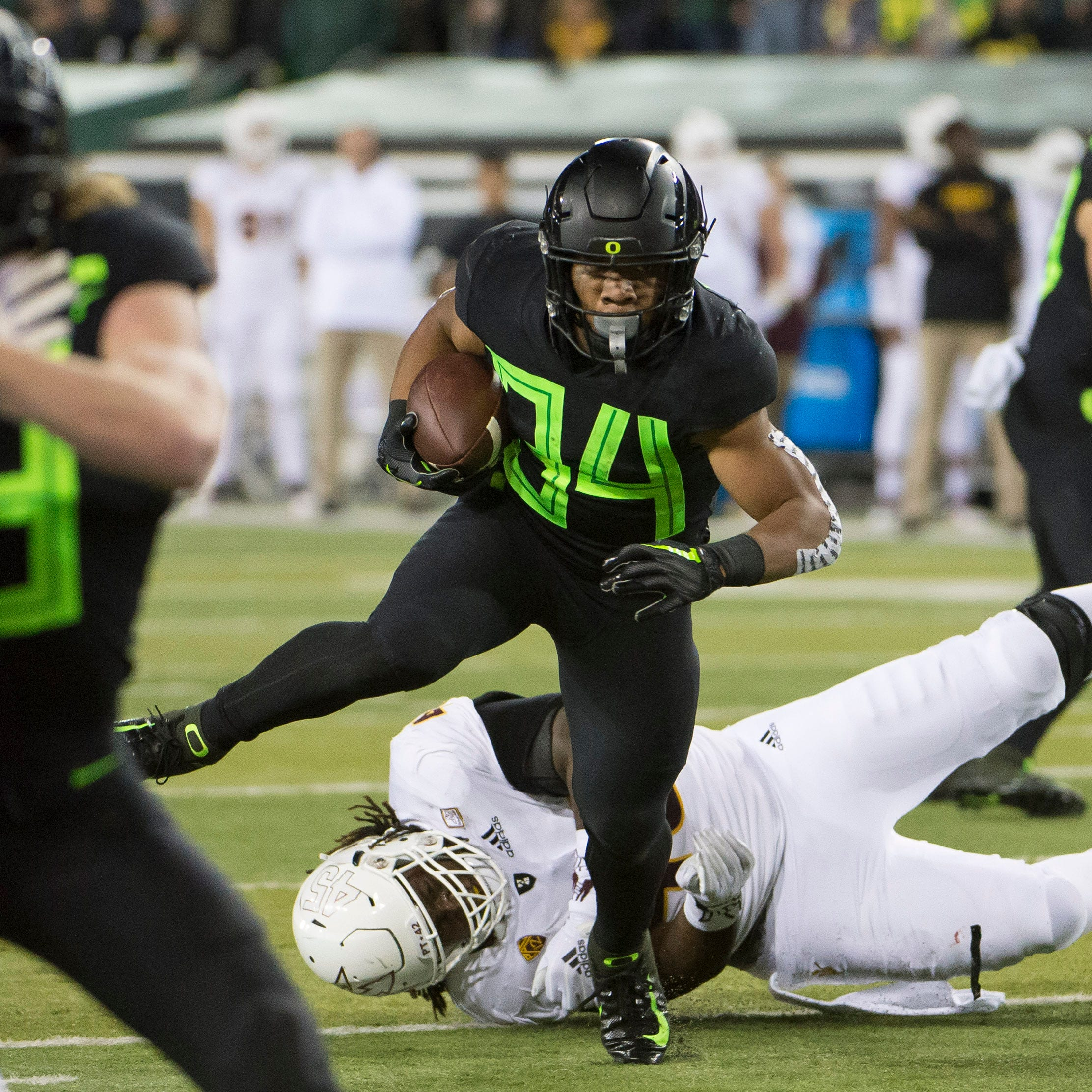 Live updates: Oregon holds off ASU, ending Sun Devils' Pac-12 South title hopes