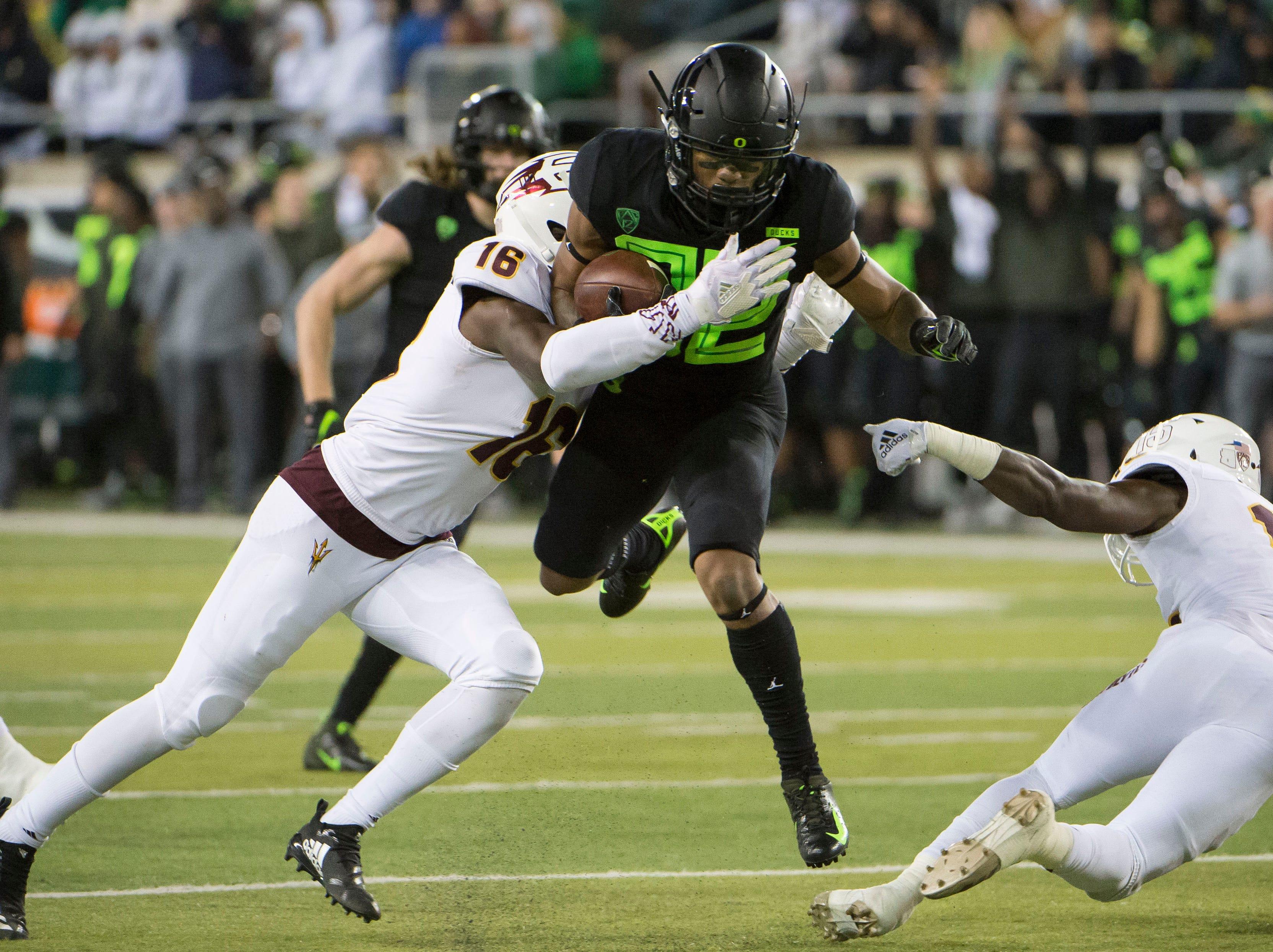 Oregon Ducks hold off Arizona State despite poor second half