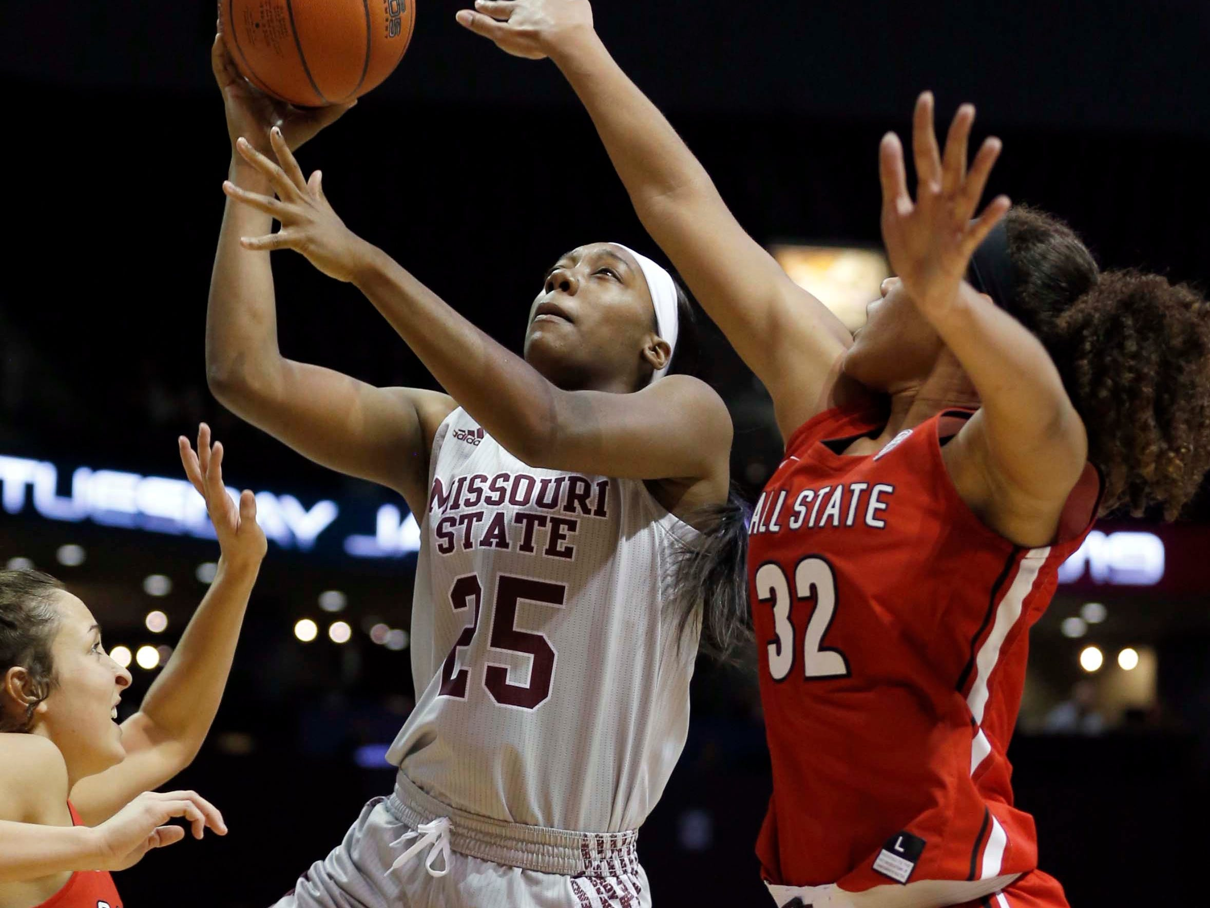 The Missouri State Lady Bears' Dariauna Lewis looks to score against Ball State University at JQH Arena in Springfield on November 17, 2018.
