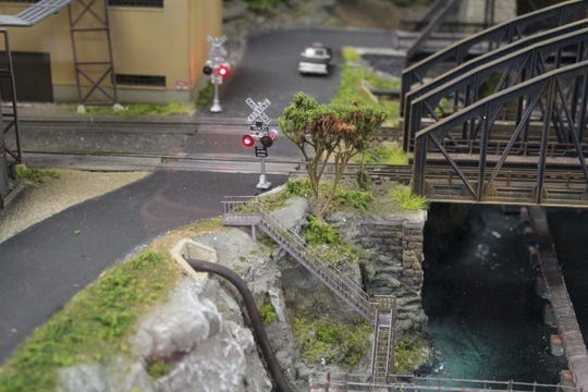 All of the signals work as they would for real-life trains, adding to the realistic feel of Patcong's models.