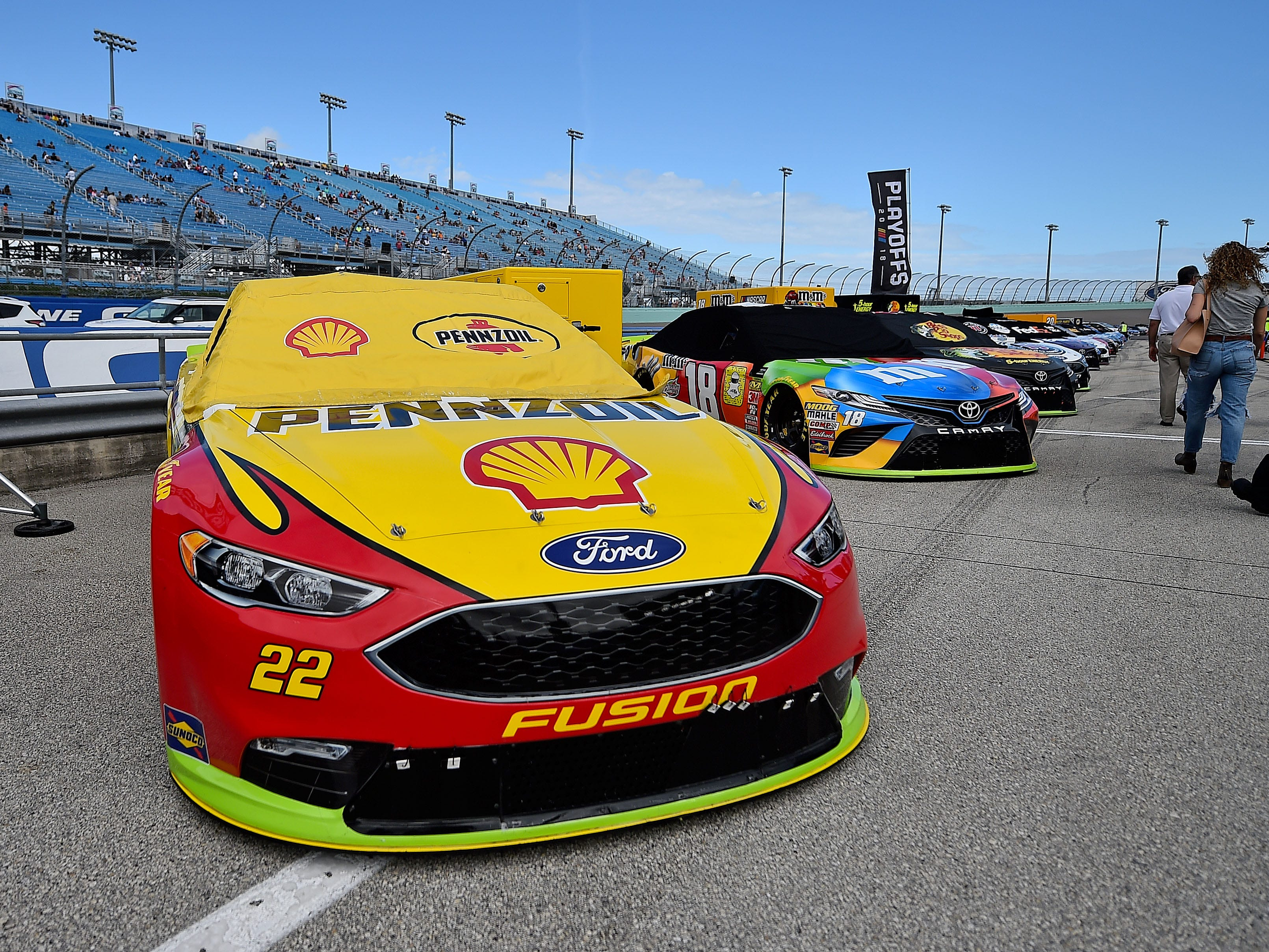 The championship cars of Joey Logano (No. 22 Team Penske Ford) and Kle Busch (No. 18 Joe Gibbs Racing Toyota) on pit road before the race.