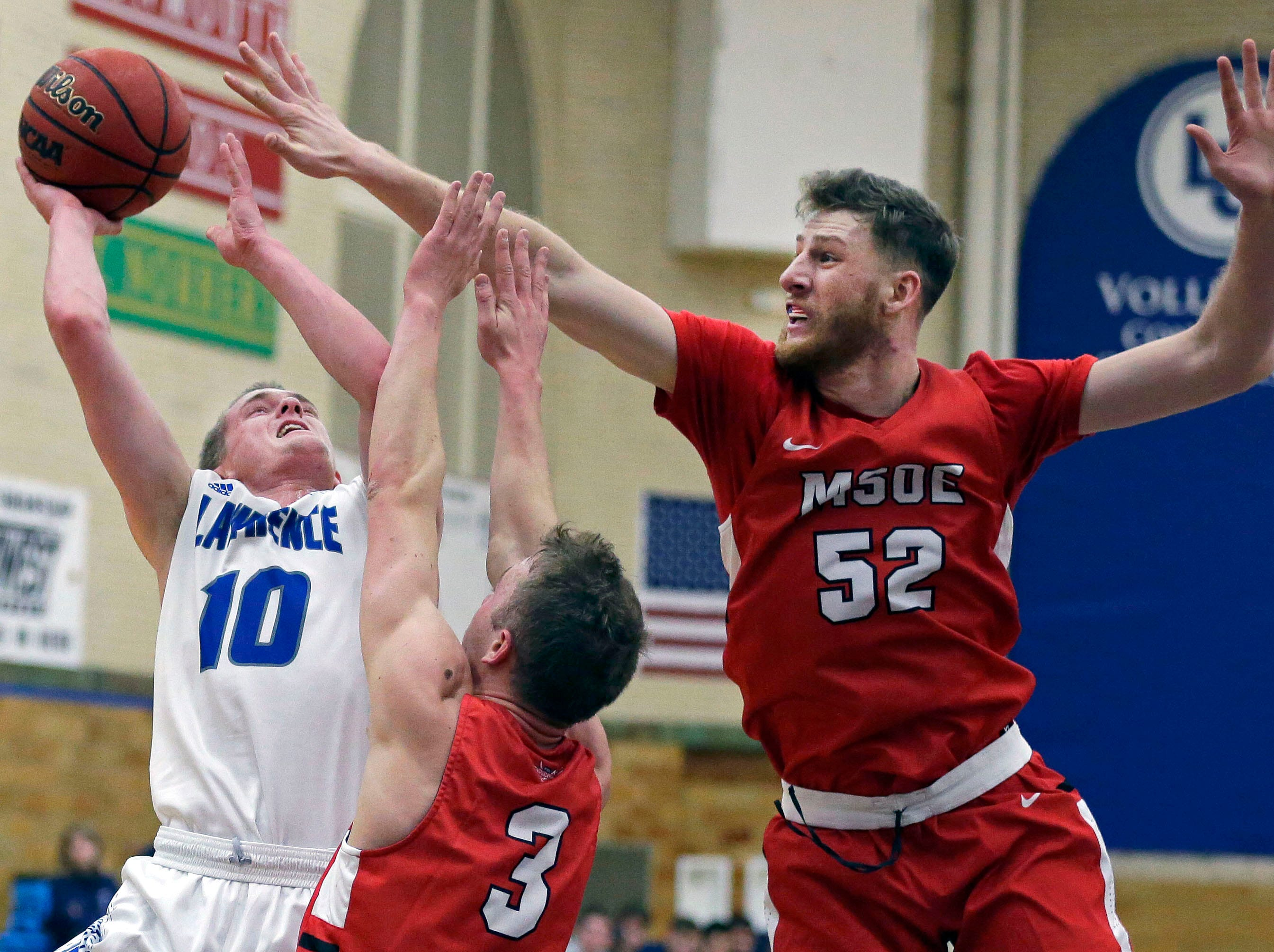 Brad Sendell of Lawrence University goes up for a shot while being defended by Jason Palesse and Dylan Hamlin (52) of  MSOE Saturday, November 17, 2018, at Alexander Gym in Appleton, Wis.