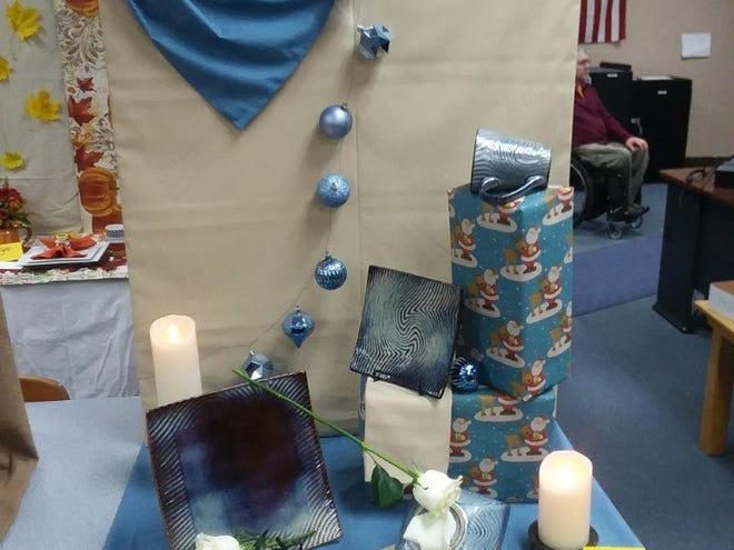 """""""Alone and Blue for Thanksgiving""""is the thought interpreted in this table picture by Amy Vaughnfor the November Earth, Wind and Flowers garden club meeting."""
