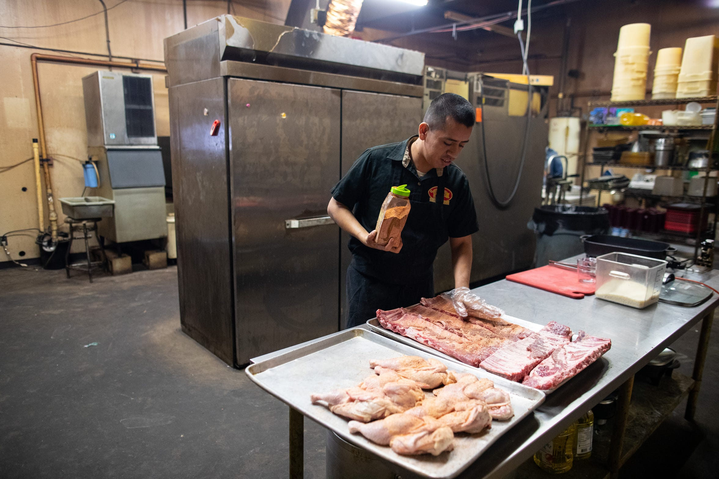 David Cabrera prepares food at Bottomless Pit BBQ for the day on Friday, Nov. 14, 2018.