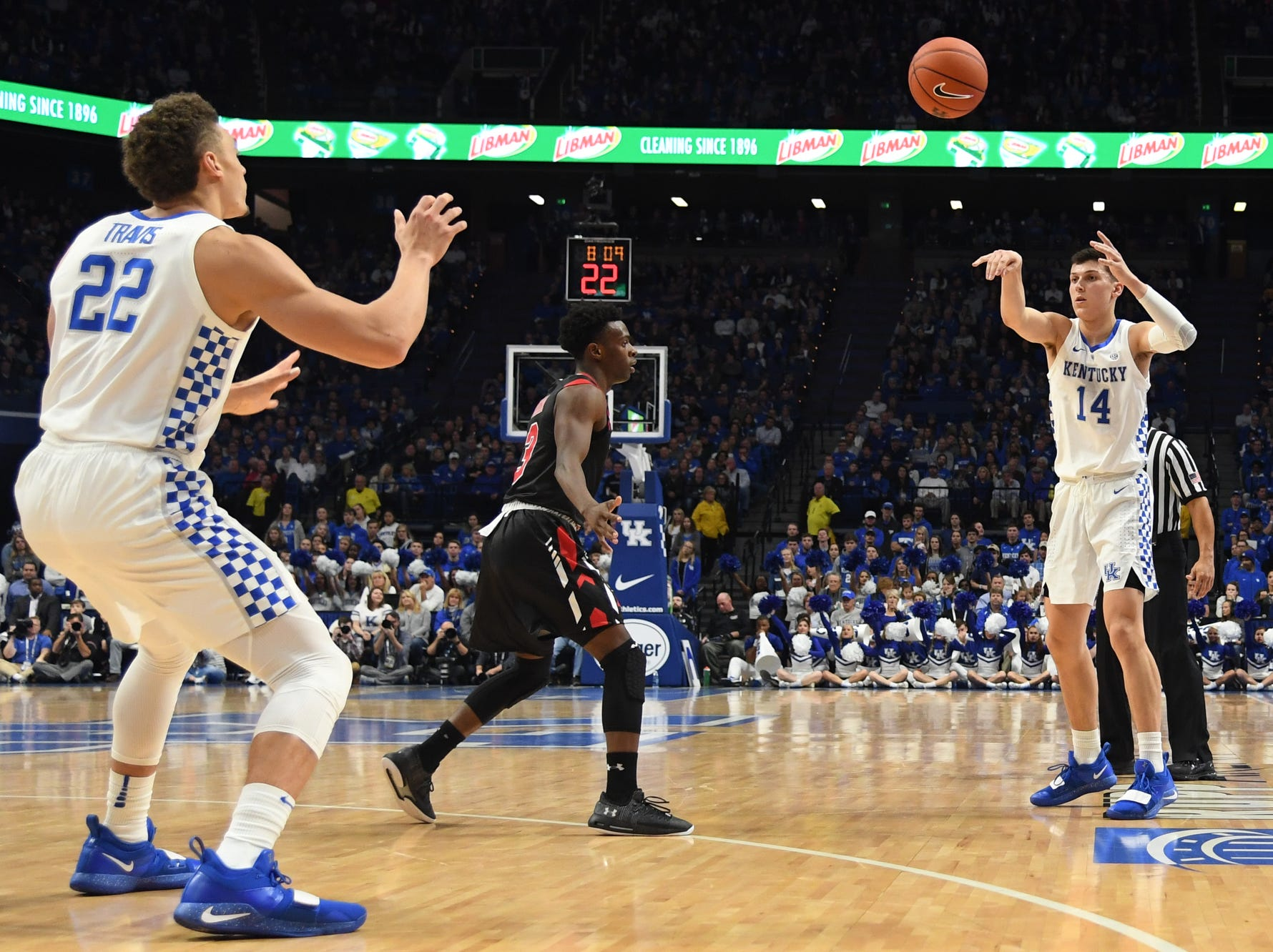 UK G Tyler Herro passes the ball to F Reid Travis during the University of Kentucky mens basketball game against VMI at Rupp Arena in Lexington, Kentucky on Sunday, November 18, 2018.