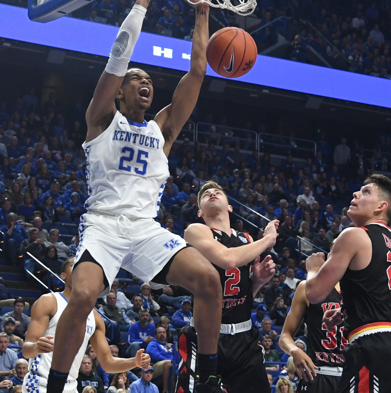 UK basketball holds off VMI behind dominating showing from big men