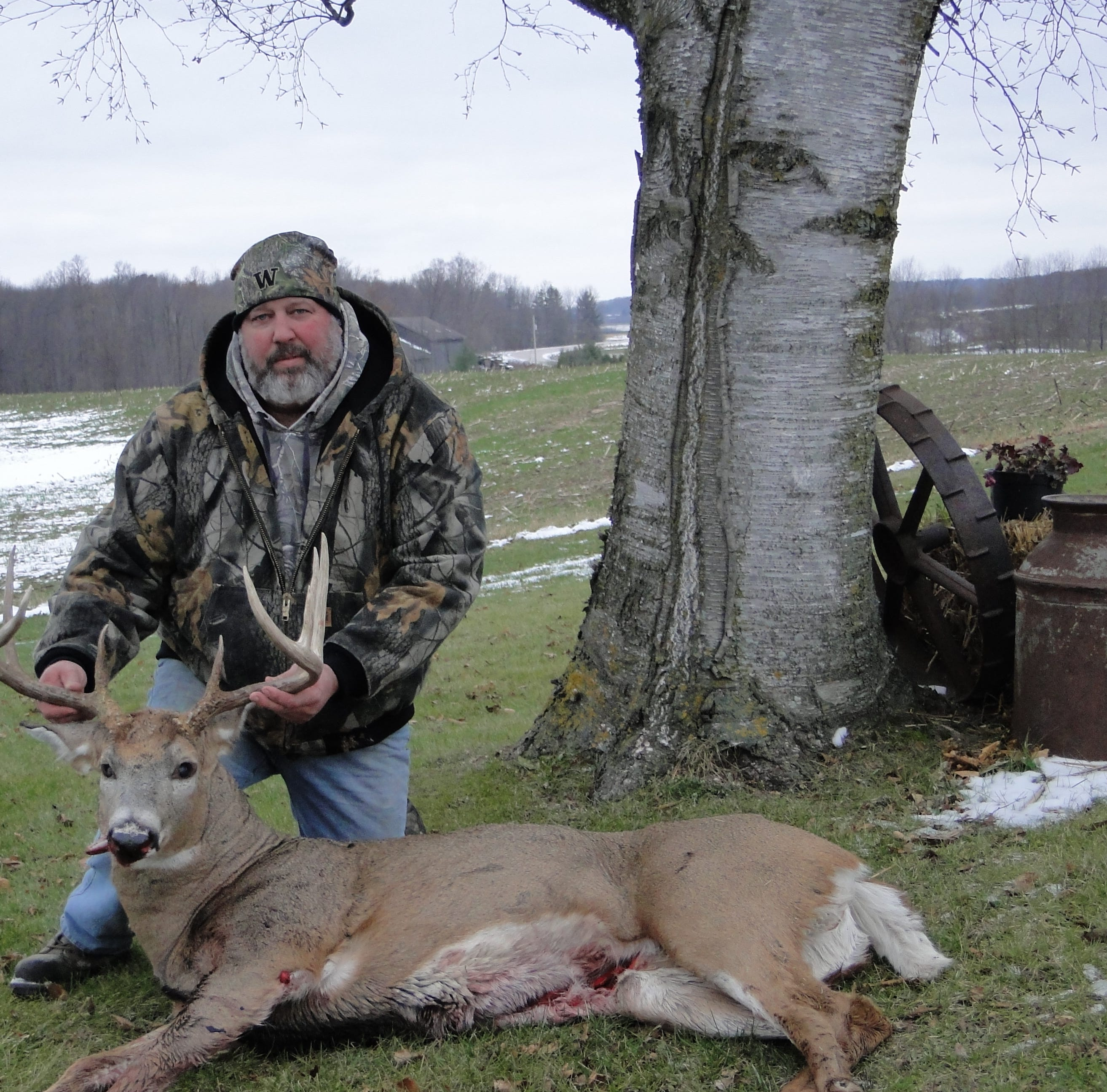 Manitowoc outdoors news: St. Nazianz man gets 10-point buck in Wisconsin bow deer hunt