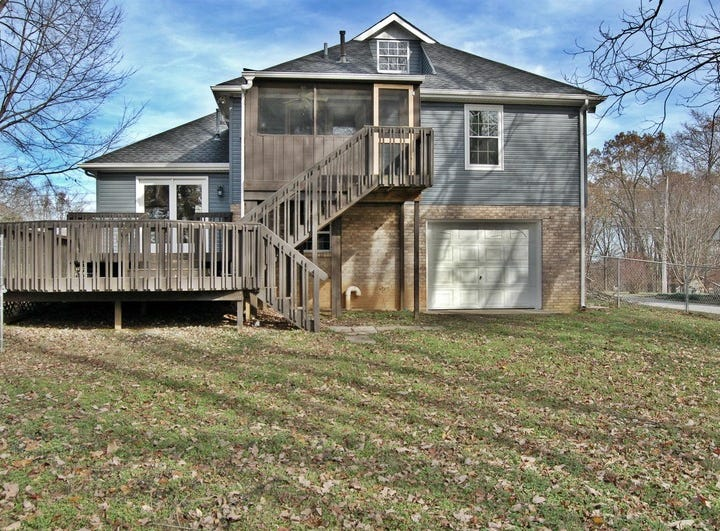 SUMNER COUNTY: 212 Robert Ave., White House 37188