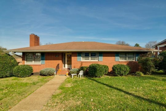 ROBERTSON COUNTY: 605 Fourth Ave. W., Springfield 37172