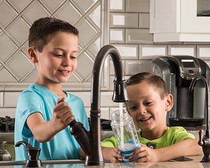 Este incremento a la tarifa se traduce aproximadamente en un aumento mensual de $2 en 2019 y de $2.37 en 2020 para el cliente promedio de agua residencial.