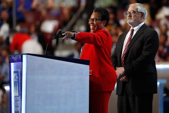 La representante Marcia Fudge se encuentra entre los favoritos de los medios de comunicación para retar a Pelosi.