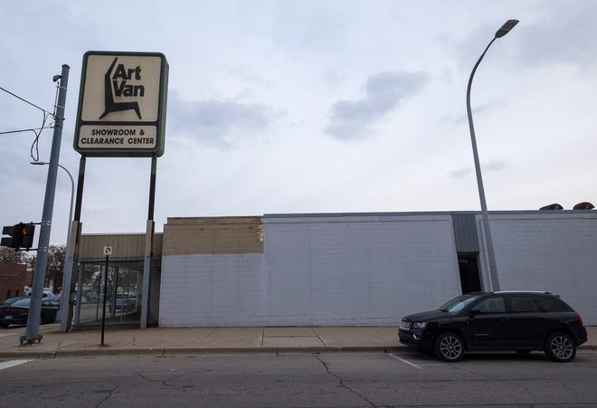 After the owners of the Woolworth's building announced they were bringing a grocery store downtown, officials and downtown business owners have begun to consider other options for the former Art Van building.