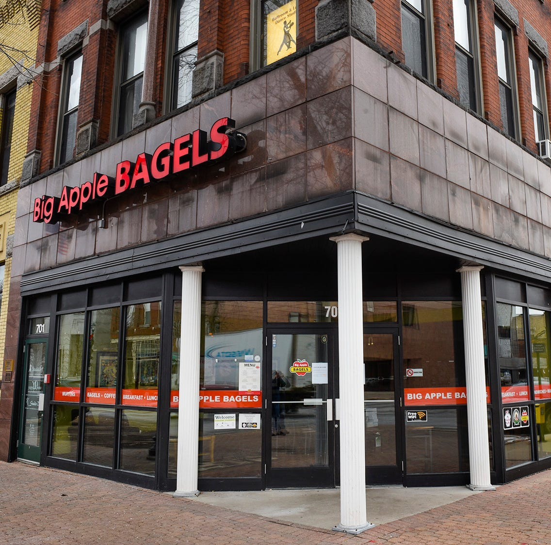 Big Apple Bagels closes its doors in downtown St. Cloud