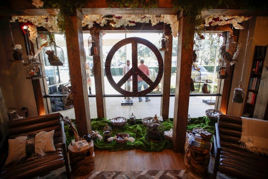 Hearth And Soul Holiday Window 111918 Ts 005