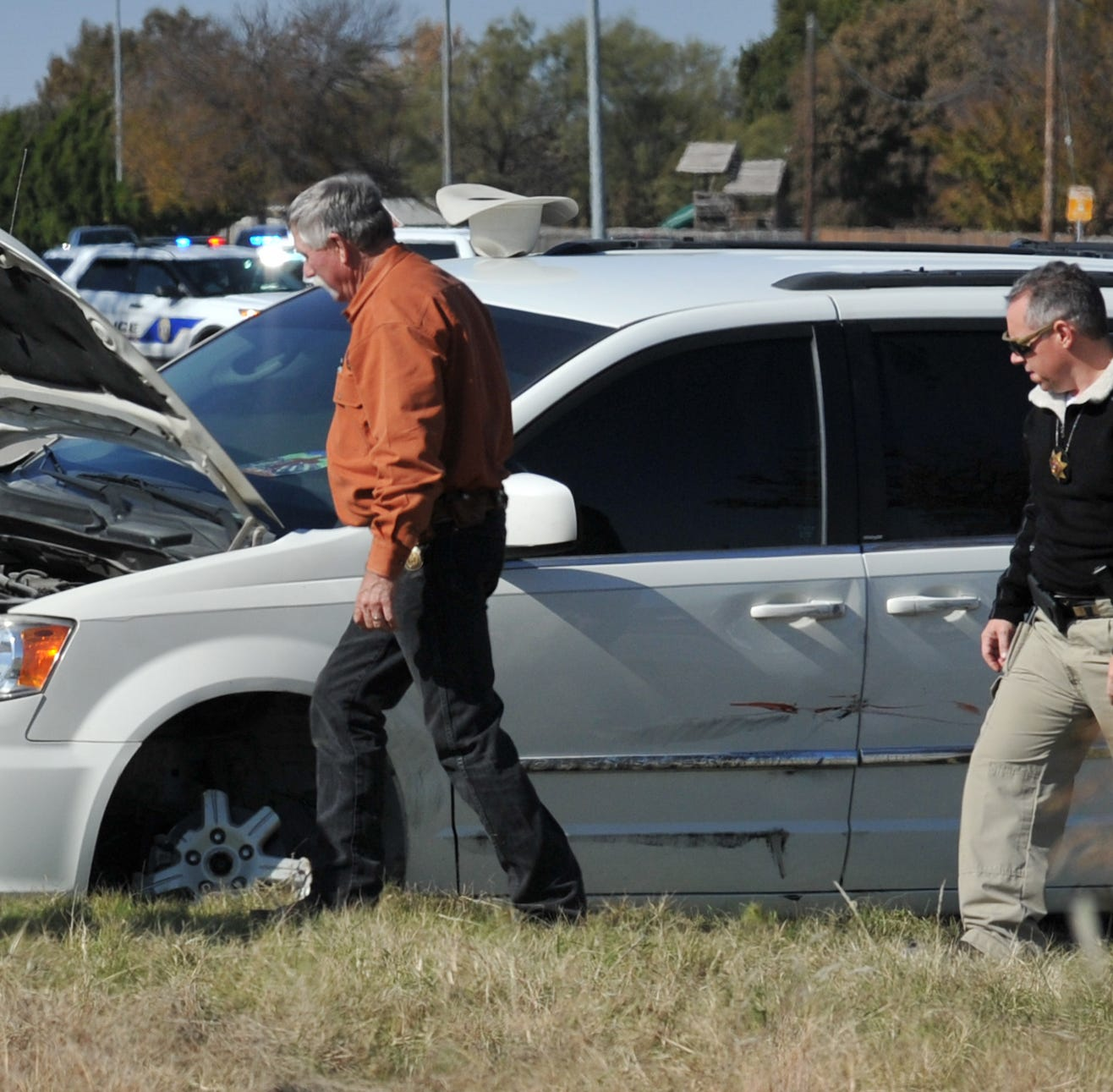 Two arrested after Wichita County deputies pursuit finds alleged bank robbers