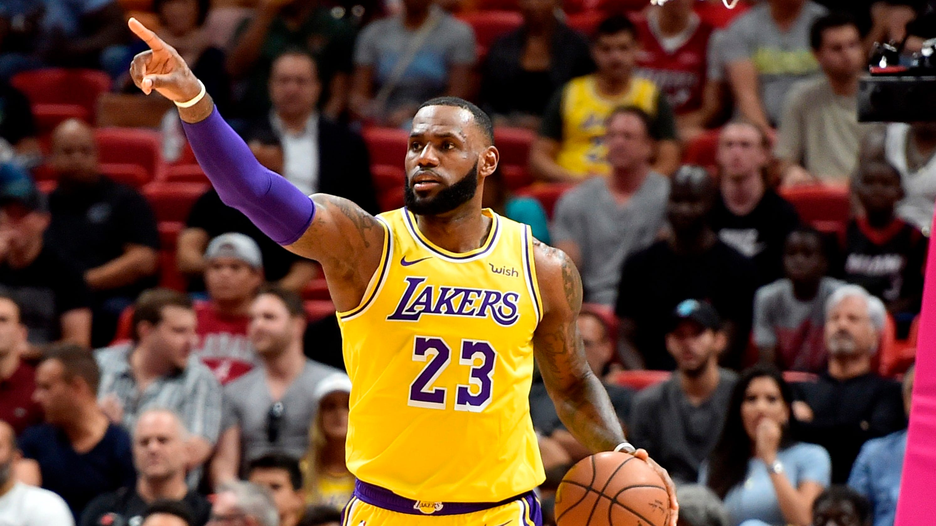 55ae13bf37d8 LeBron James erupts for season-high 51 points to lead Lakers past Heat