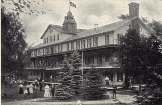 The hotel at Dr. Kilmer's sanitarium as seen in a postcard.