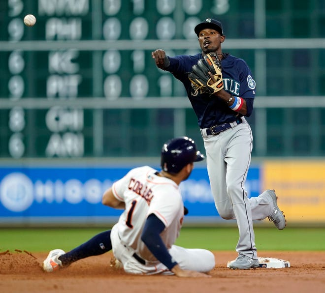 Dee Gordon split time between the infield and outfield last season. In 2019, the Mariners say, he'll stay in the infield.