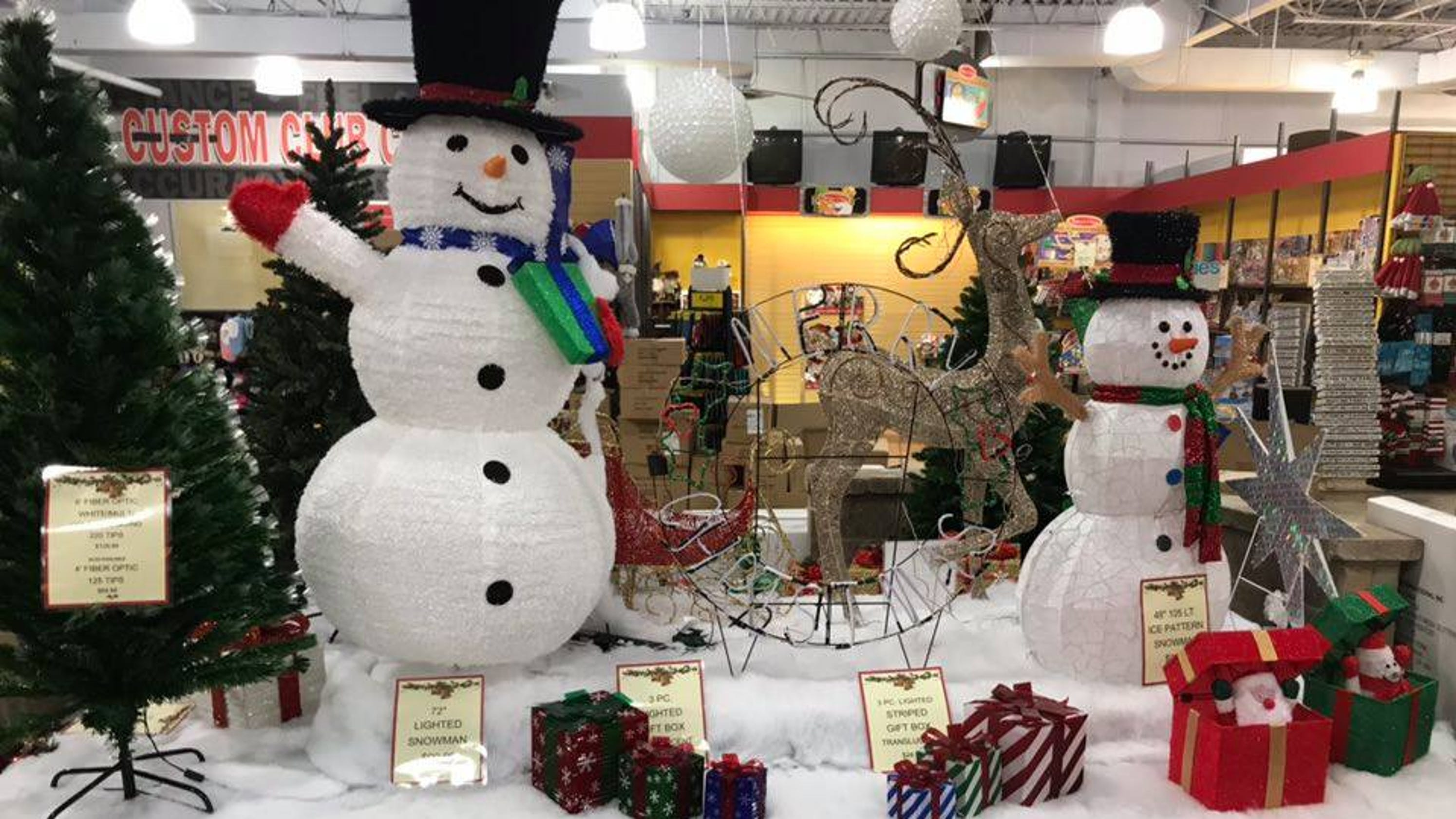 Pop-up store brings Christmas items to Cherry Hill NJ shopping center