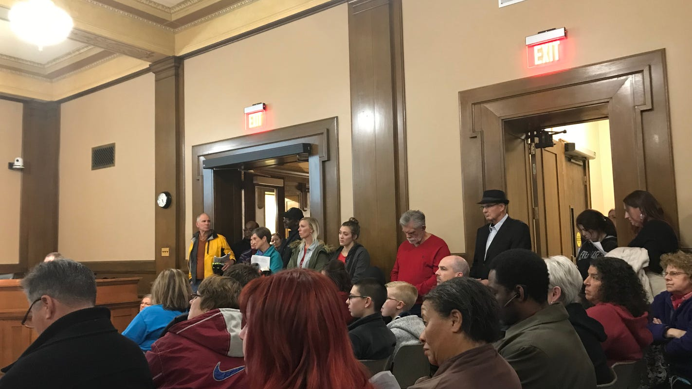 Des Moines residents urge City Council to ban racial profiling by police officers, set up review board