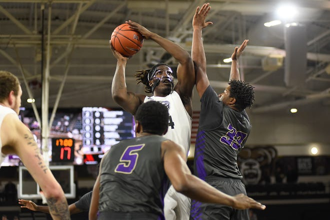 Oakland's Xavier Hill-Mais is fifth in the nation in scoring.