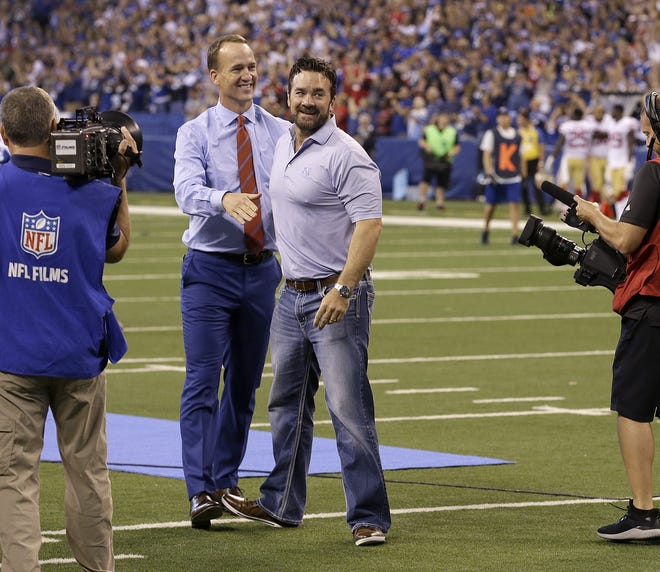 Peyton Manning and Jeff Saturday enjoy their final play together during halftime celebration honoring Peyton Manning at Lucas Oil Stadium, Oct 8, 2017.