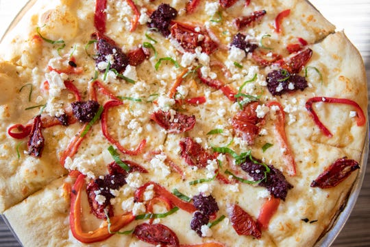 A closer look at the It's All Greek To Me pizza.