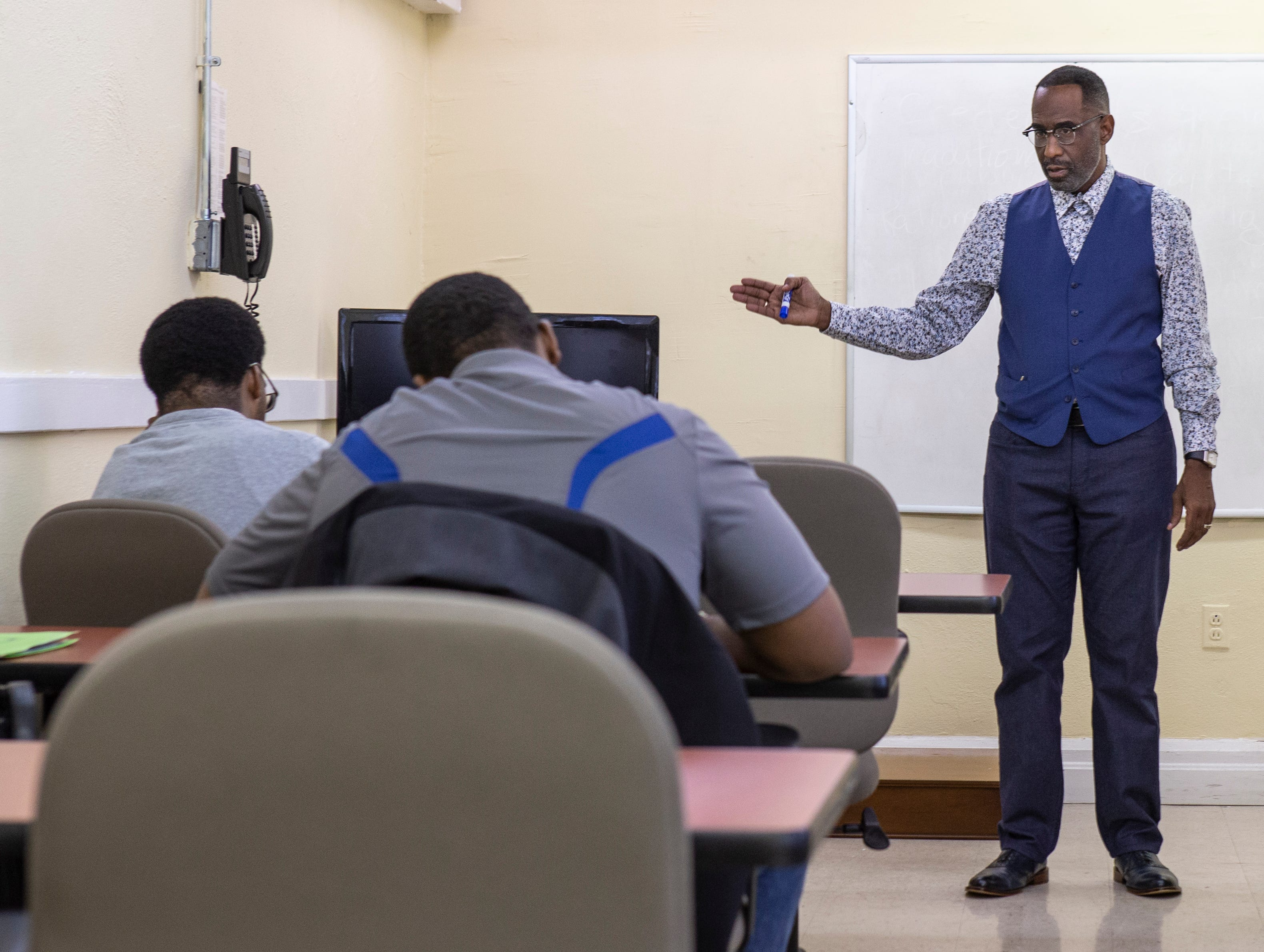 The Rev. Kevin Cosby is seen teaching a class at Simmons College of Kentucky. Nov. 20, 2018.