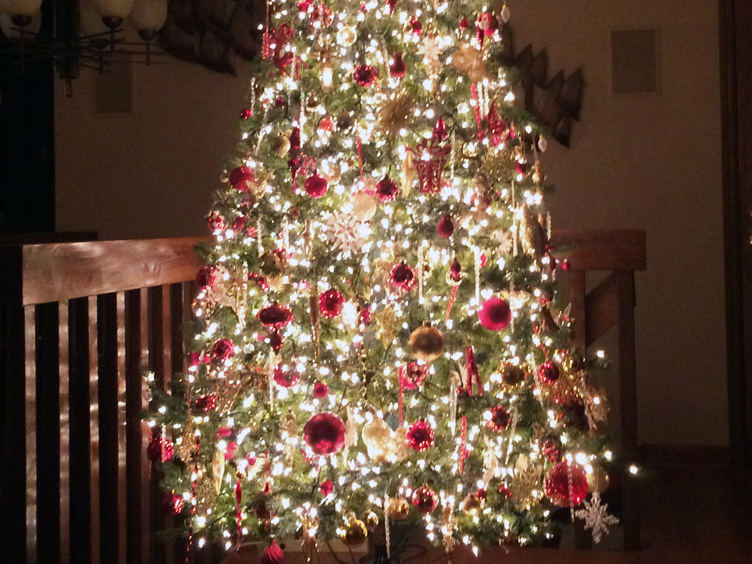 According to Kim Harrison, Dawn Frahm's original tree looked like a Charlie Brown tree. With Harrison's help, it doesn't anymore.