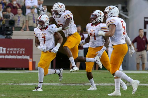 Linebacker Cortez Sisco (7) played in nine games as a junior, finished third on the team with 53 tackles and made the game-clinching interception at Southern Miss.