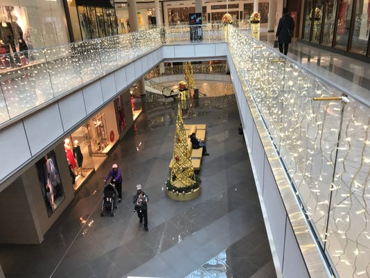 thanksgiving at the mall hackensack shopping center bucks the trend