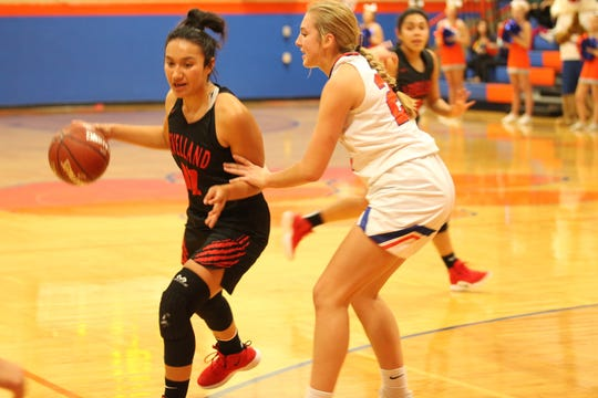 San Angelo Central High School's Parris Parmer guards a Levelland player during a girls basketball game at Babe Didrikson Gym on Monday, Nov. 19, 2018.