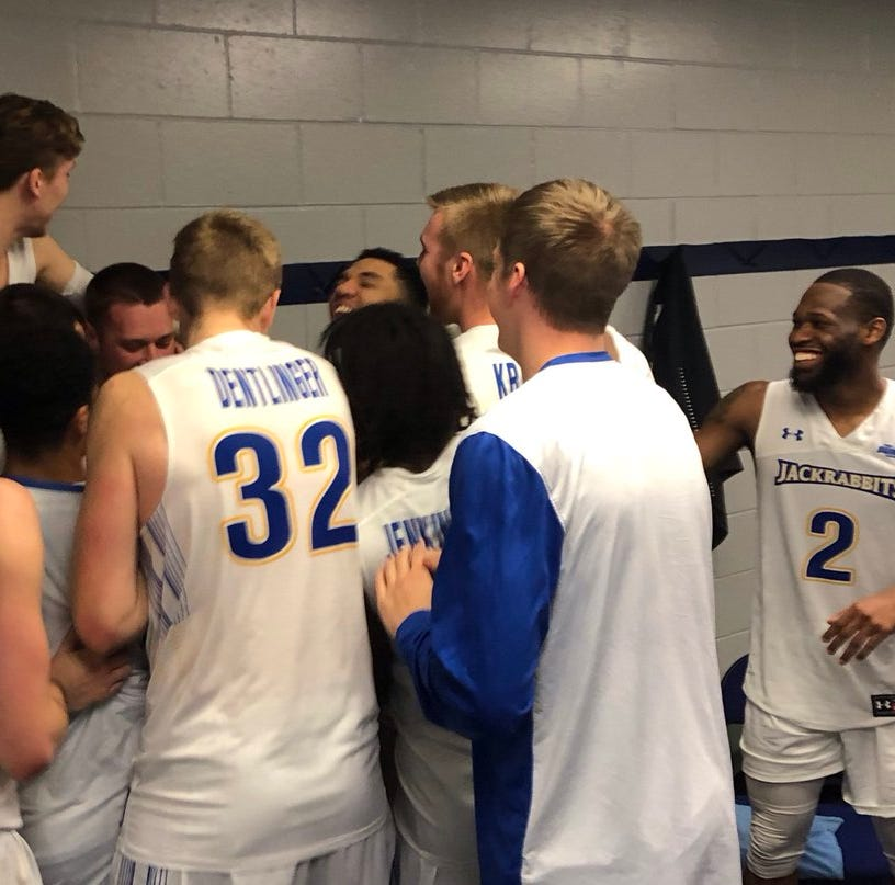 Mike Daum breaks Nate Wolters' South Dakota State scoring record in win