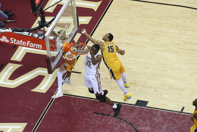 Florida State Seminoles forward Mfiondu Kabengele (25) dunks as the Florida State Seminoles host the Canisius Golden Griffins for basketball in the Tucker Civic Center, Monday, Nov. 19, 2018.