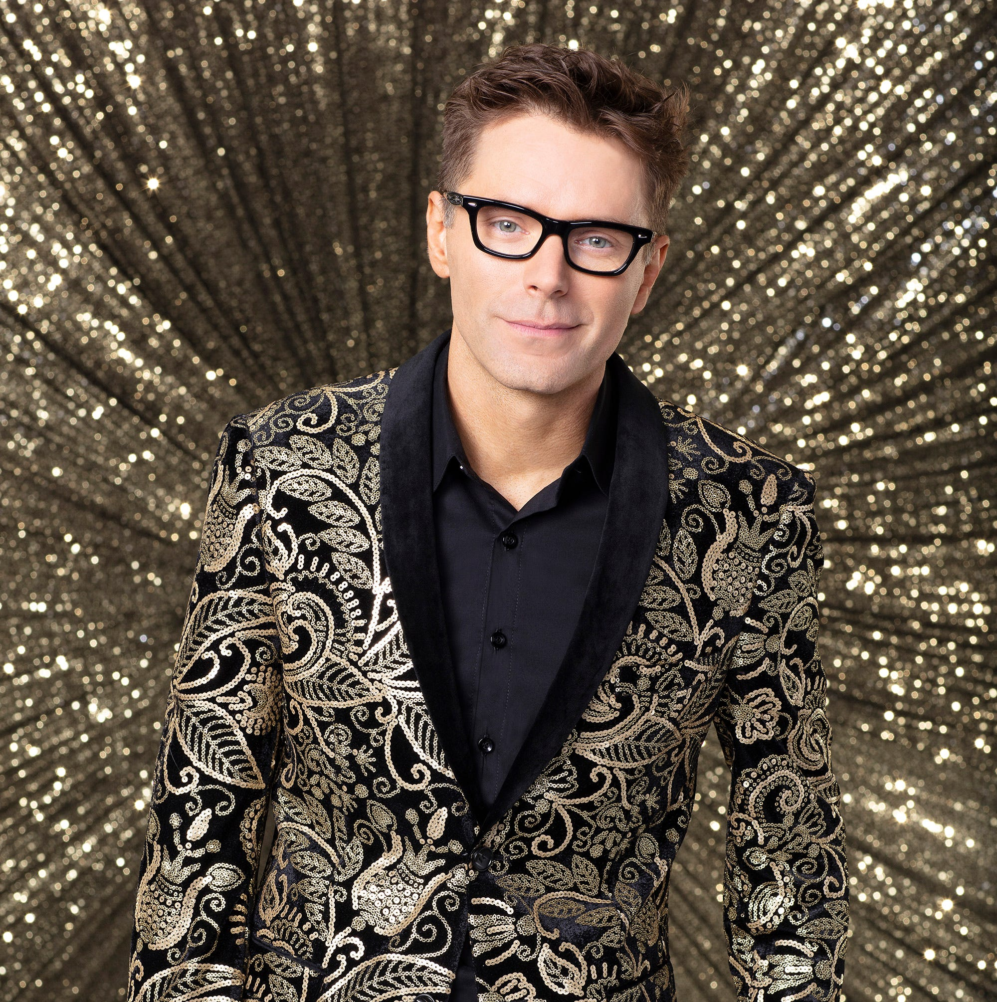 "Bobby Bones has made it to the ""DWTS"" finals. But can he win the mirrorball trophy?"