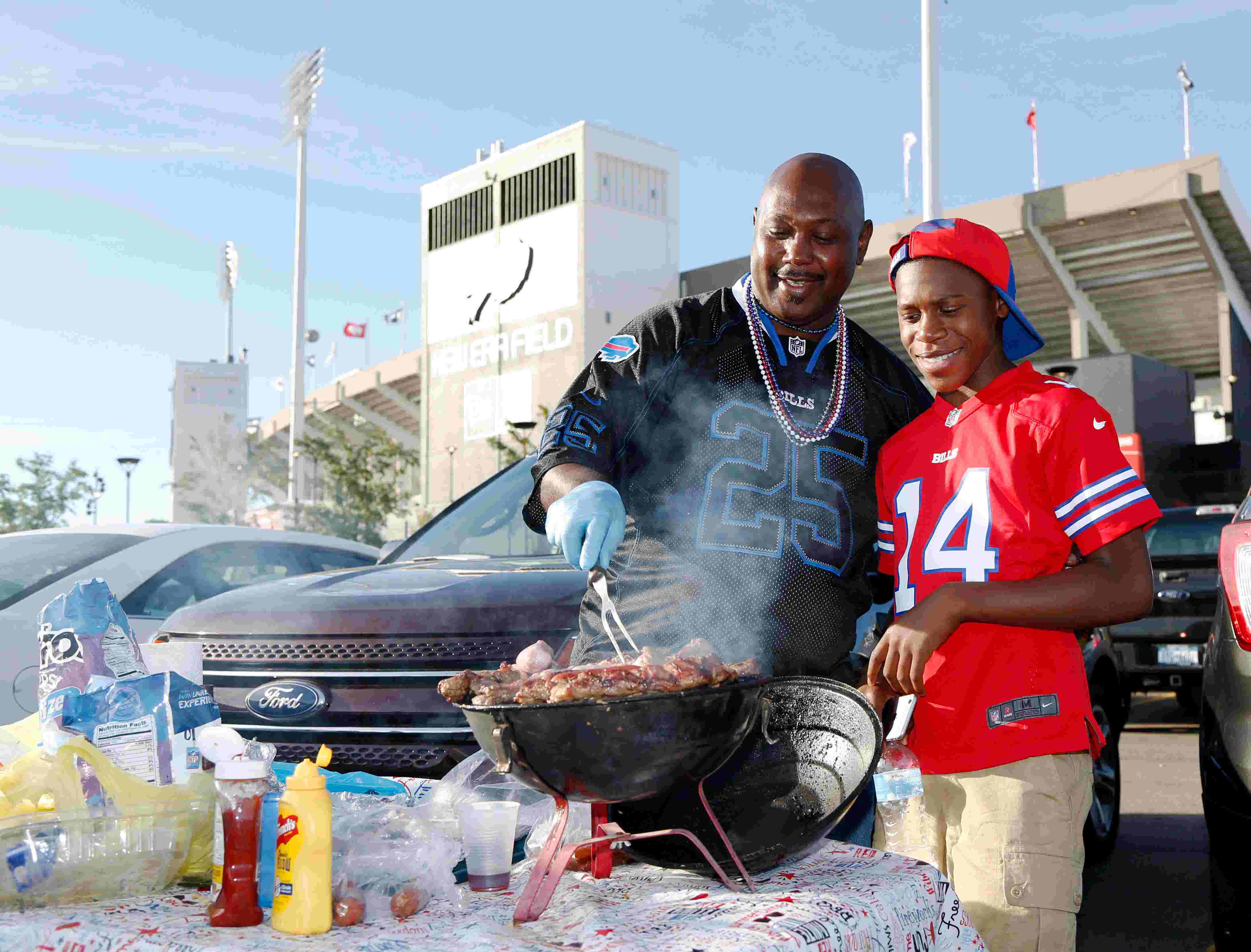 Pro football fan index: Who has the best tailgating?