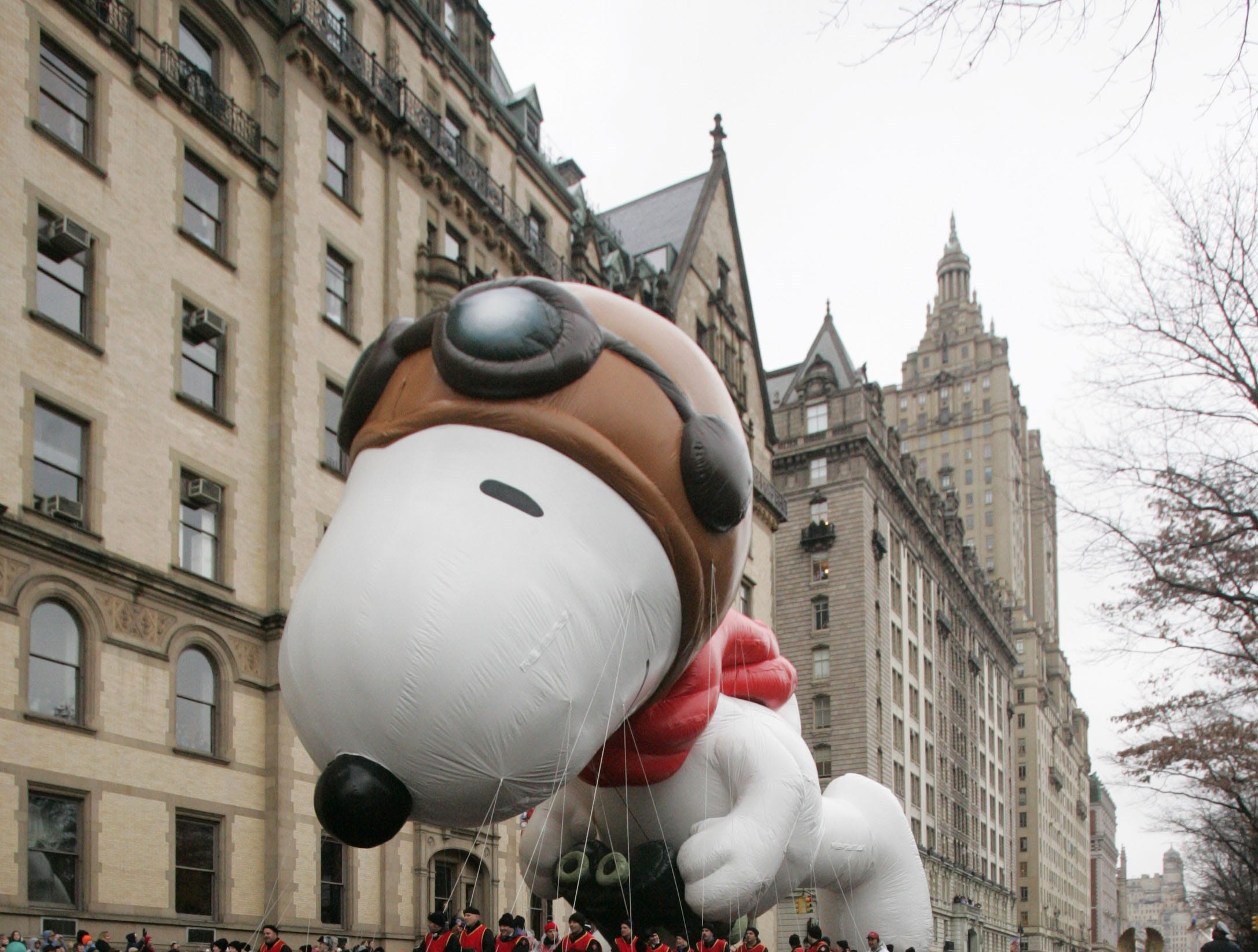 The Snoopy balloon makes its way down Central Park West at the start of the Macy's Thanksgiving Day Parade Thursday, Nov. 23, 2006 in New York. (AP Photo/Julie Jacobson)
