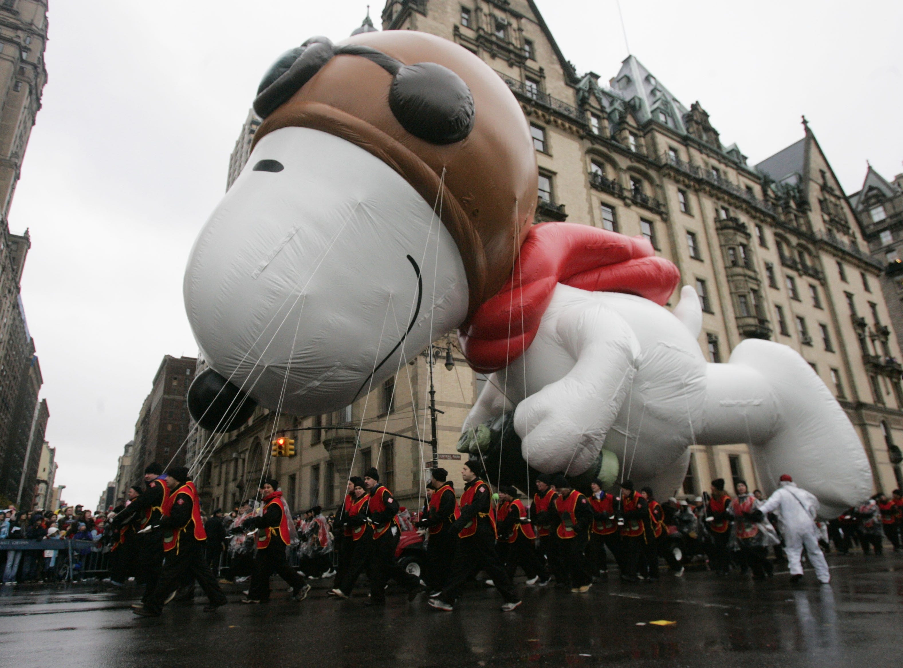 The Snoopy balloon makes its way down Central Park West at the beginning of the Macy's Thanksgiving Day Parade Thursday, Nov. 23, 2006 in New York. (AP Photo/Julie Jacobson)